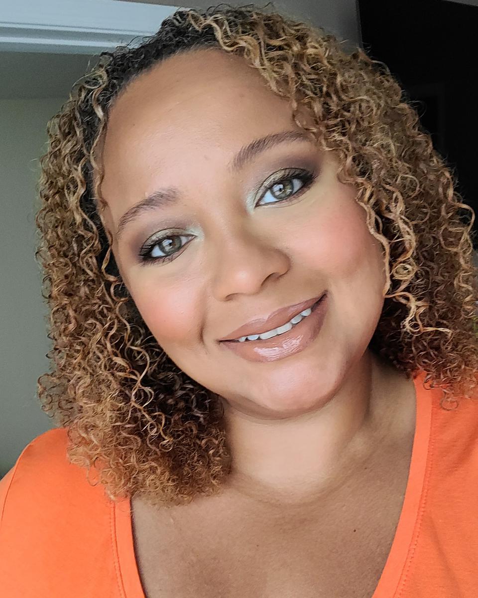 Reinna Albornoz profile picture