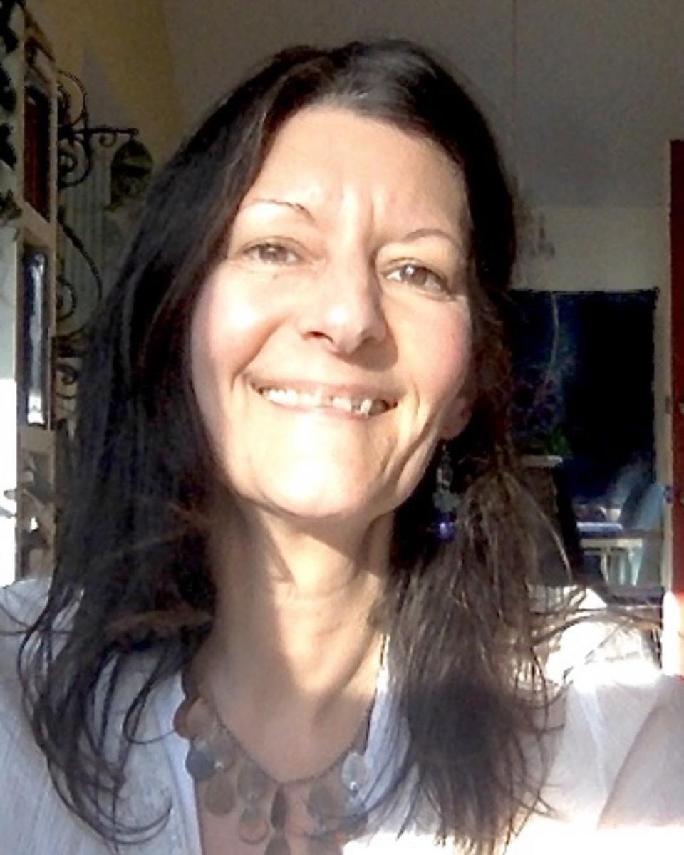 Elizabeth Arnold profile picture